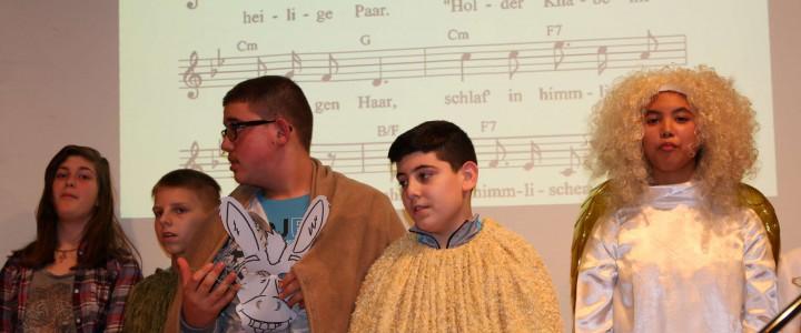 Internationale Weihnachtsfeier in der Aula der Aletta-Haniel-Gesamtschule